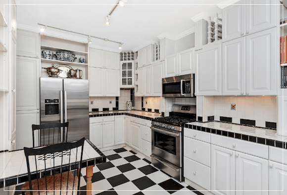 just listed for sale, 2 bed 2 bath lakeview chicago condo